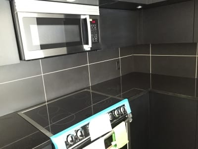 Wall tiles behind kitchen counter